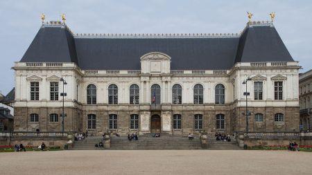 1200px-Rennes_-_Parlement_de_Bretagne
